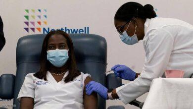 """صورة كيف ولماذا يصاب الإنسان بكوفيد-19 """"بعد تلقي اللقاح""""؟"""