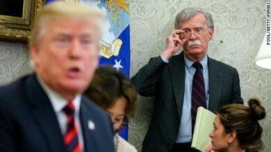 صورة جون بولتون يتهم دونالد ترمب