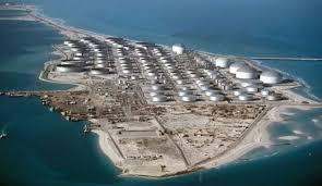صورة استهداف الخزانات البترولية في ميناء رأس تنورة
