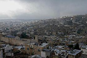 صورة مستوطنو كريات أربع يعتدون بالحجارة على منازل الفلسطينيين في #الخليل