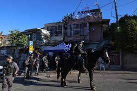 صورة قوات الاحتلال تستقدم تعزيزات إلى محيط #حي_الشيخ_جراح في #القدس المحتلة